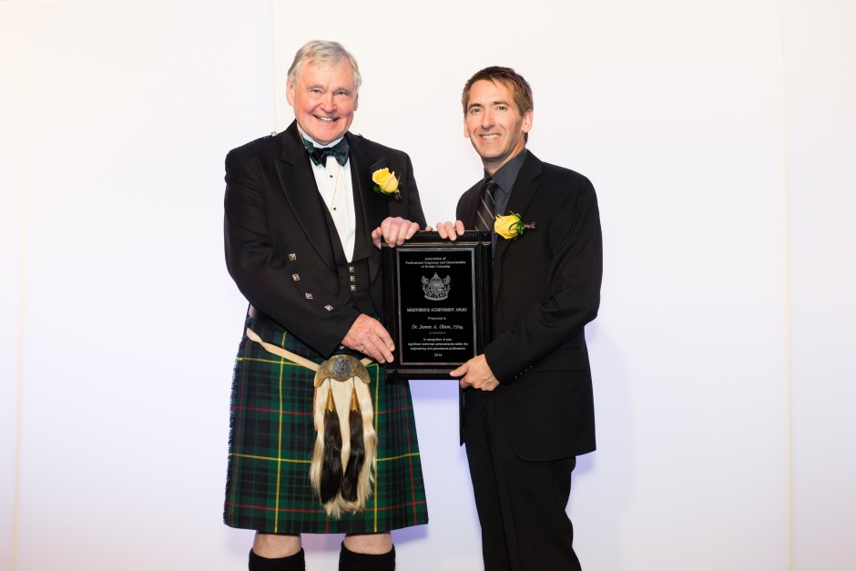 James Olson, UBC Applied Science associate dean and professor, accepting the 2014 APEGBC Meritorious Achievement Award from President Michael Bapty, P.Eng., FEC. Photo: Andrea Sunderland.